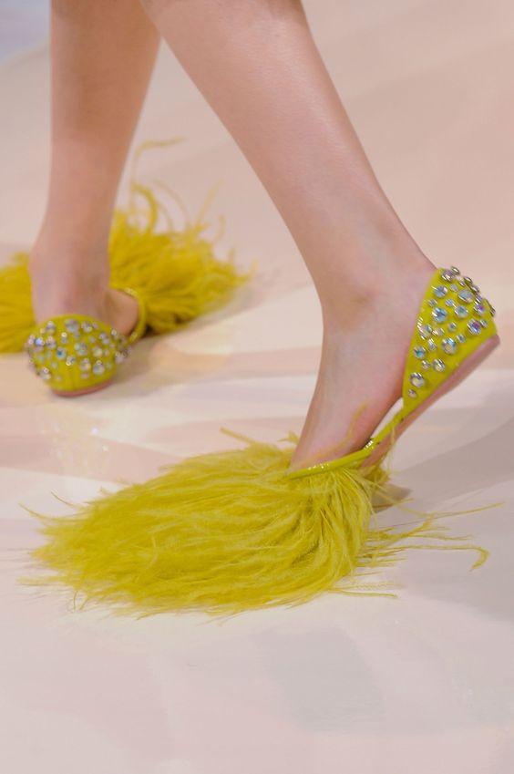 掃除! 海外ファッションショーで登場した歩くだけで街がキレイになるモップみたいなサンダル(笑)beauty_0102
