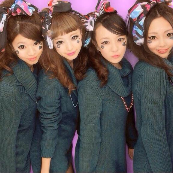 4姉妹? 服、髪型、メイク全て同じで違いが分からない量産型女子(笑)beauty_0115