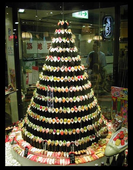 壮観! 築地玉寿司のショーウィンドウにそびえ立つ手巻き寿司ツリー(笑)christmas_0120