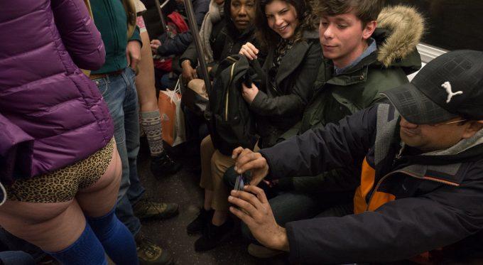 ノーパンツサブウェイライド(No Pants Subway Ride)