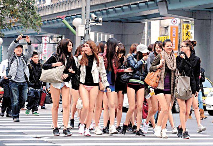 台湾のノーパンツサブウェイライドの模倣foreign_0125_18