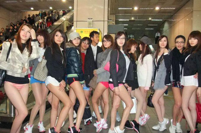 台湾のノーパンツサブウェイライドの模倣foreign_0125_22