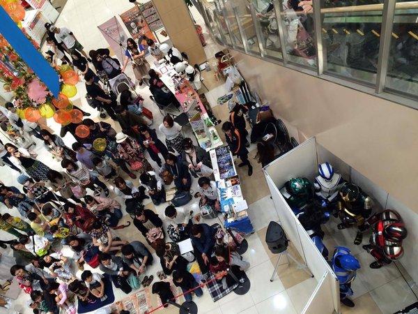 ショッピングセンター「イオンタウン黒崎」で行われたヒーローショーの裏側(笑)livingdoll_0017