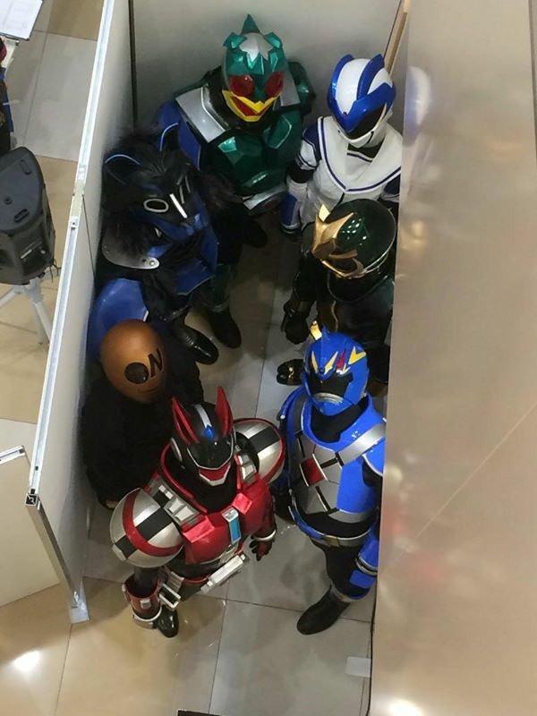ショッピングセンター「イオンタウン黒崎」で行われたヒーローショーの裏側(笑)livingdoll_0017_02