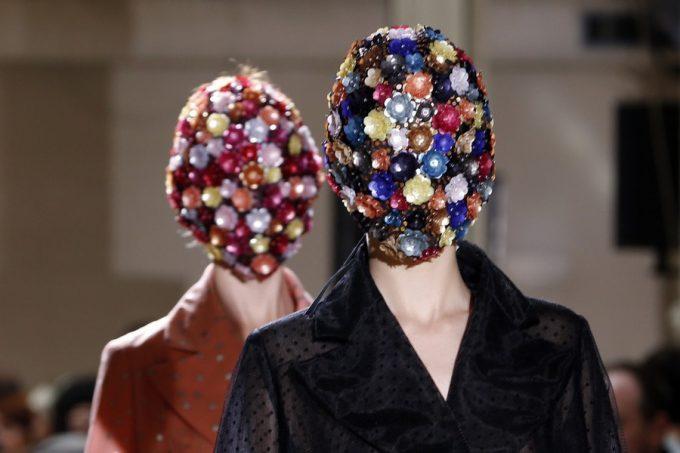見えます? 『Maison Margiela(メゾンマルジェラ)』の秋冬ファッションショーに出てきた化け物(笑)beauty_0158