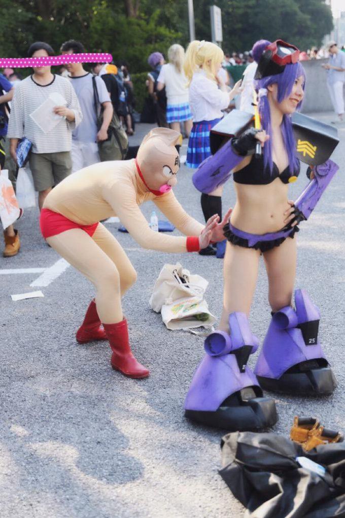 なにやってるの? ワンフェス2015夏でコスプレイヤーのお尻を触ろうとするキン肉マン(笑)cosplay_0004