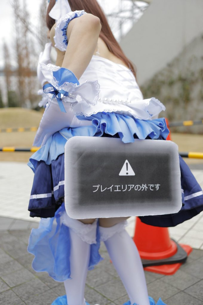 【コミケおもしろコスプレ画像】コスプレイヤーなみ瀬子さんが考えたおもしろいローアングラー対策(笑)