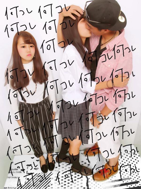 何コレ! キスプリを撮る高校生カップルの横で呆然とする女子(笑)kids_0173