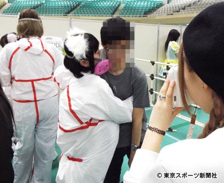 ここまでする? アイドルグループ「CY8ER(サイバー)」のファンとのハグイベント(笑)talent_0118_04