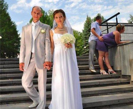 ちょっと! 結婚式の前撮りでアレしているカップルが写り込むハプニング(笑)foreign_0115