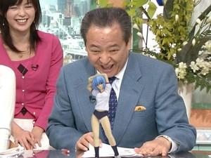 うおー! 『めざましテレビ』で綾波レイのフィギュアに興奮する大塚アナ(笑)tvmovie_0159