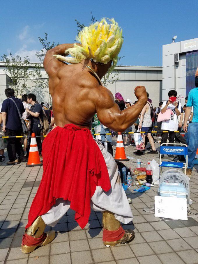 【コミケおもしろコスプレ画像】清水泰地さんのブロリーコスプレ