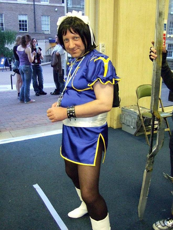 【おもしろコスプレ画像】誰? とても残念過ぎる外国人男性の『ストリートファイター』春麗コスプレ(笑)cosplay_0029