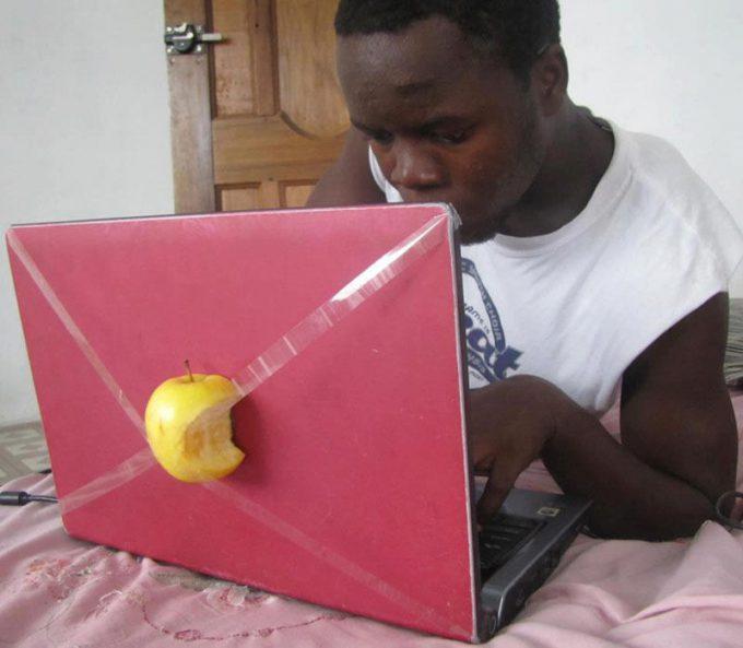 Mac? 外国人が自作したMacノートパソコンが斬新すぎます(笑)foreign_0134