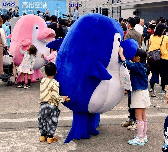 パクッ! 香川ことでんマスコットキャラことちゃん、近寄ってきた子どもたちを食べる(笑)livingdoll_0030
