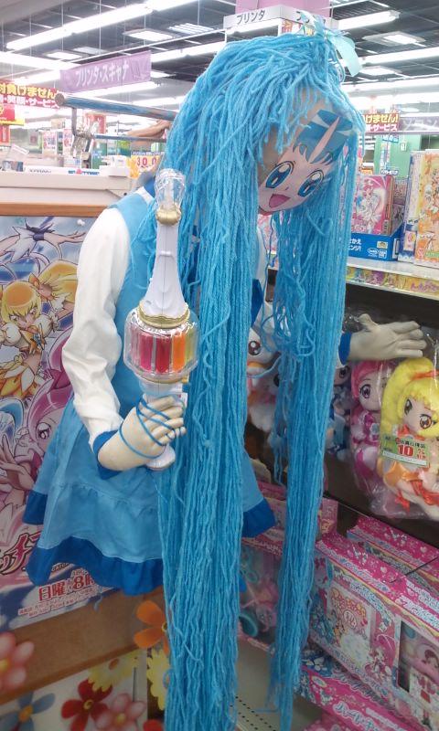 ママー! 家電量販店のプリキュアコーナーに飾ってあるプリキュアマネキンがホラー(笑)