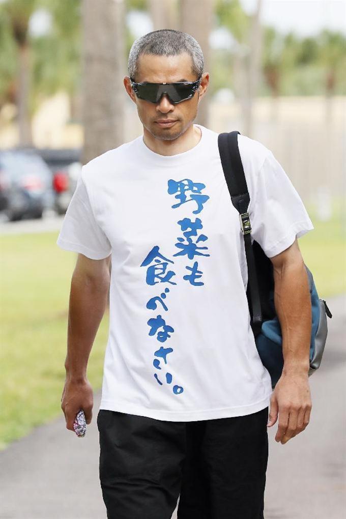 悟空? イチローの着ているTシャツに書かれている文字がおもしろい(笑)talent_0105_02