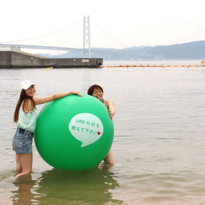 【LINEビーチボールおもしろ画像】教えて! 海やナイトプールで使えそうなLINEのID教えてビーチボール(笑)
