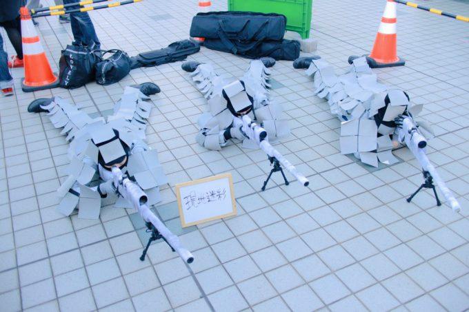 擬態! 2015冬コミで会場の床と一体化する現地迷彩コスプレを発見(笑)cosplay_0017