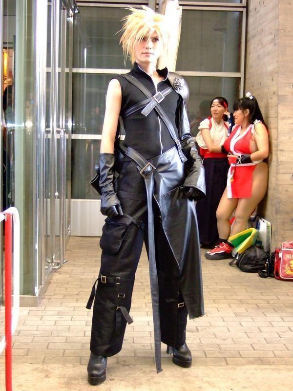 気になる! イベントで見かけた『ファイナルファンタジーVII』のかっこいいクラウドコスプレの後ろにいる二人(笑)cosplay_0030