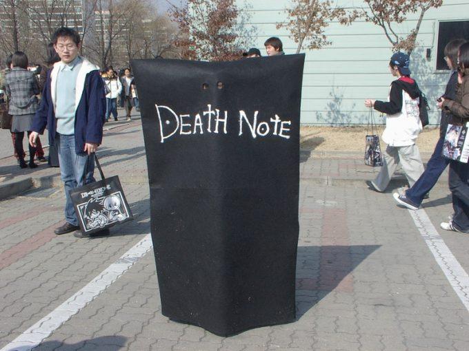 え? 『DEATH NOTE』の「DEATH NOTE」のコスプレをする人(笑)