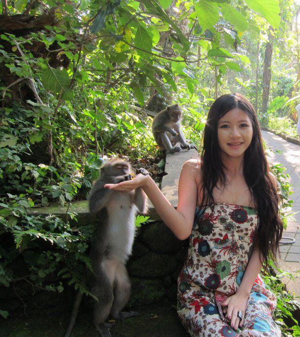 バリ島ウブドのモンキーフォレストに訪れたシャーミアン・チェンCharmian Chen