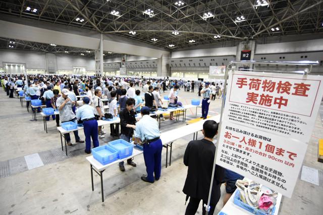 厳戒態勢! AKB48握手会の様子が大統領が来日する際の空港みたい(笑)