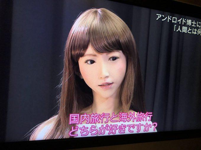 【テレビインタビューおもしろ画像】美人アンドロイドが松岡修造に「国内旅行と海外旅行どっちが好きか」を聞いたら(笑)