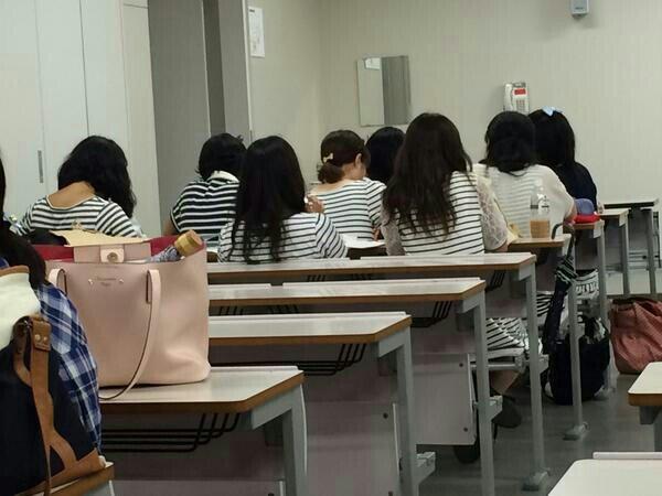 同じ! 大学の講義で見かけた量産型女子大学生のボーダーファッション(笑)