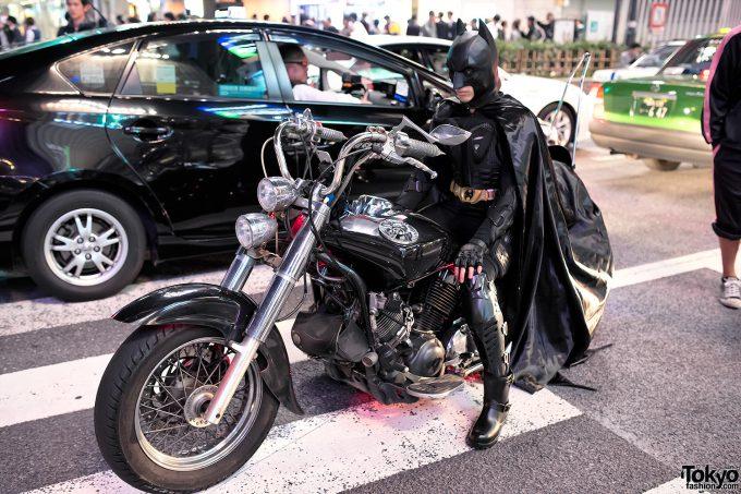 【渋谷ハロウィンおもしろ仮装画像】かっこいい! ハロウィン渋谷に現れたかっこよすぎるリアルバットマン(笑)