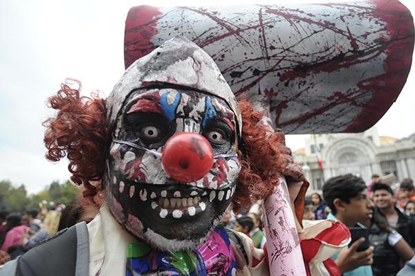 【海外ハロウィンおもしろ仮装画像】ひぇ! 海外ハロウィンのゾンビピエロが凄すぎて大人でもびっくり(笑)