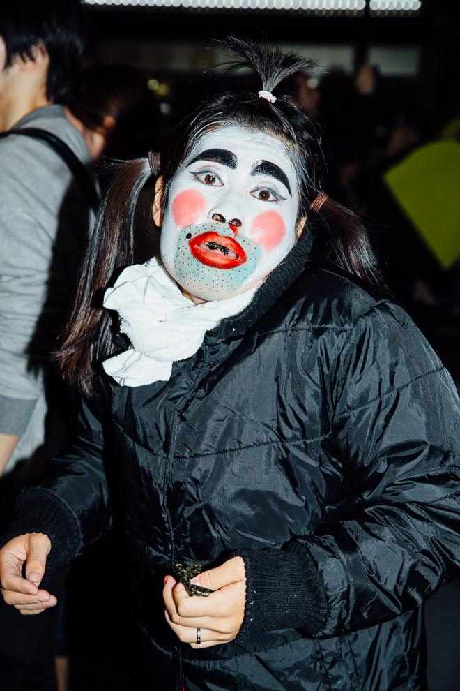 【渋谷ハロウィンおもしろ仮装画像】渋谷ハロウィンで見かけたバカ殿と変なおじさんを足して2で割ったような仮装(笑)