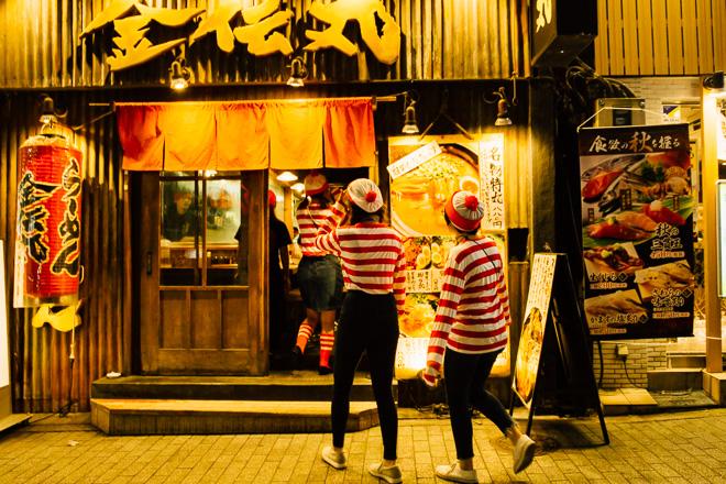 飲みたい! ラーメン屋にぞろぞろ入っていくウォーリー集団をハロゥイン渋谷で見かける(笑)
