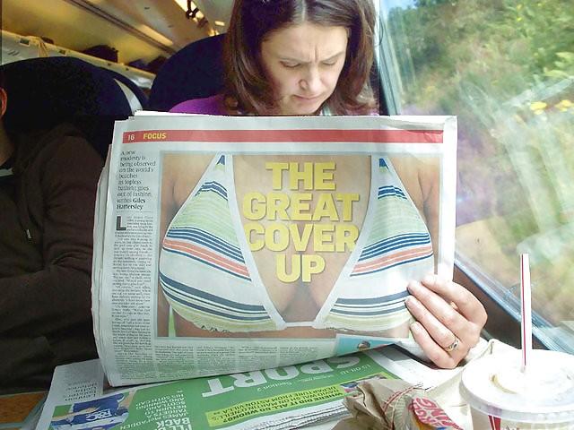 大きい! 電車内で新聞を読んでる女性と新聞広告が偶然にもマッチ(笑)