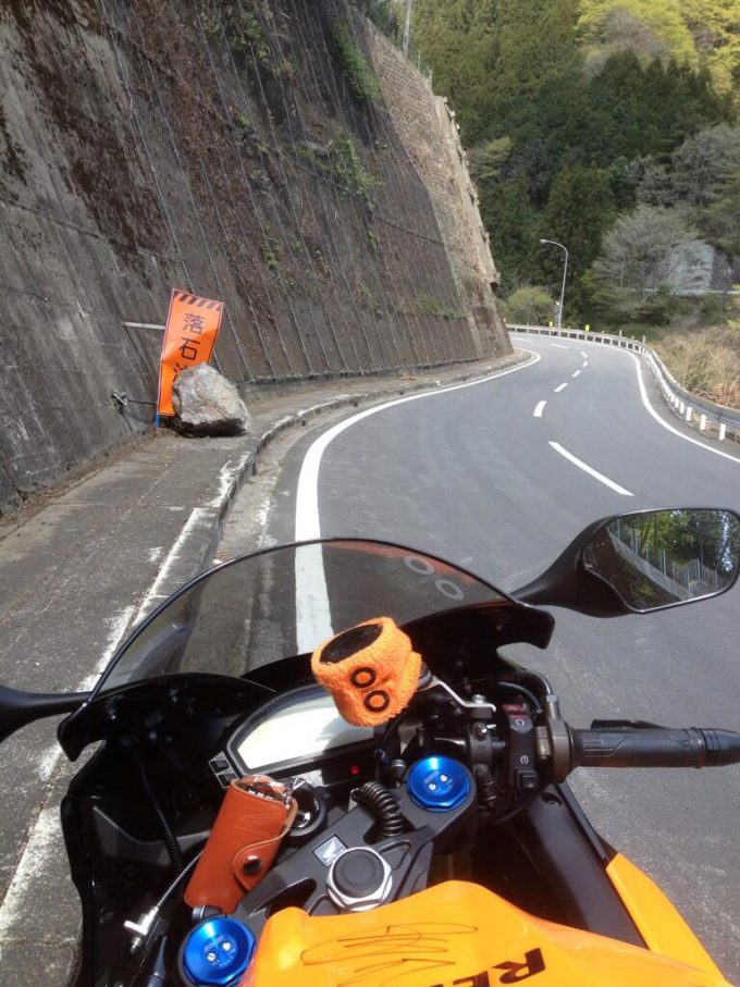 落石注意! 山道で見かけた説得力のあり過ぎる立て看板(笑)