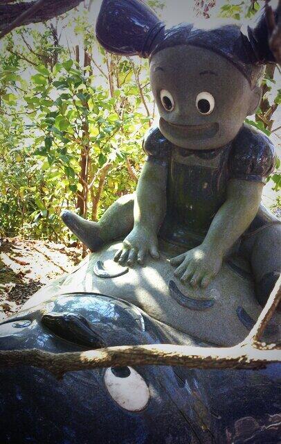 怖い! ある寺にある『となりのトトロ』メイとトトロの銅像がちょっと怖い(笑)