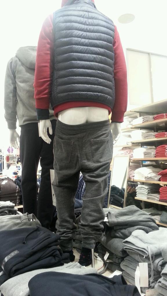 限界! アパレルショップのマネキンのズボンがギリギリすぎます(笑)