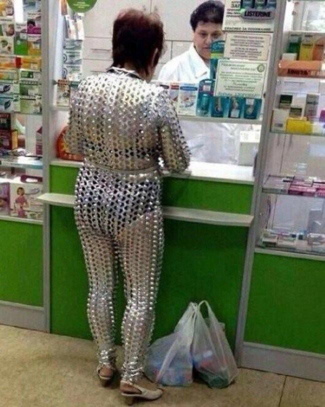 え? 店で見かけたおばちゃんのファッションがすごすぎて思わず二度見しちゃう(笑)
