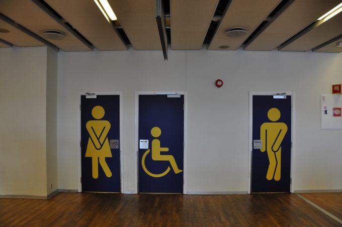 出したい! ノルウェーベルゲン空港にあるトイレドアデザインの発想がおもしろい(笑)