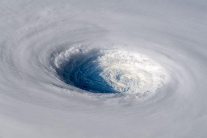 【すごい台風画像】国際宇宙ステーションから見た台風24号チャーミー(Trami)