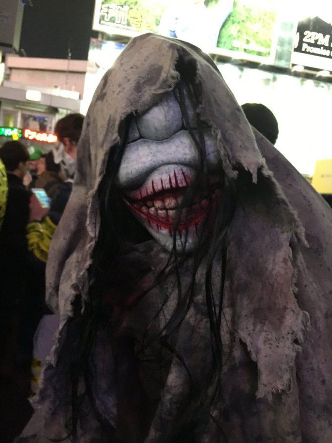 怖すぎ! ハロウィン渋谷駅前で見かけたお化け仮装がガチすぎて怖すぎます(笑)