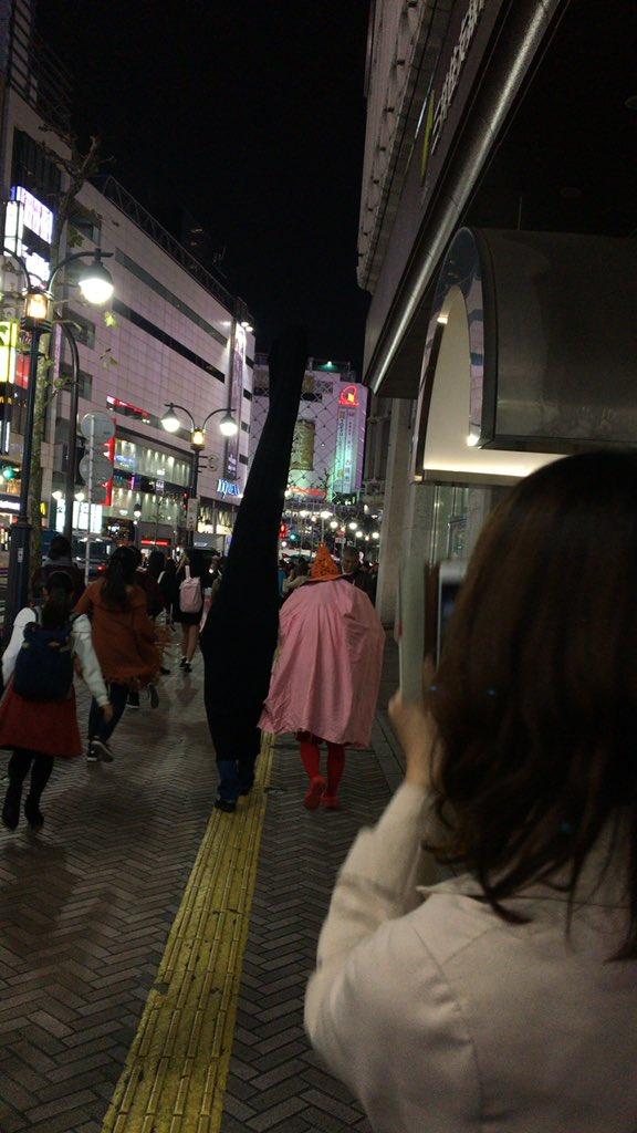 【渋谷ハロウィンおもしろ仮装画像】高い! 渋ハロで見かけた『千と千尋の神隠し』カオナシ仮装がデカすぎます(笑)