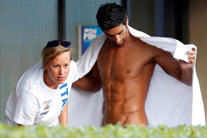 ギリギリ! まるでパンツを履いていないように見えるオリンピック水泳選手(笑)
