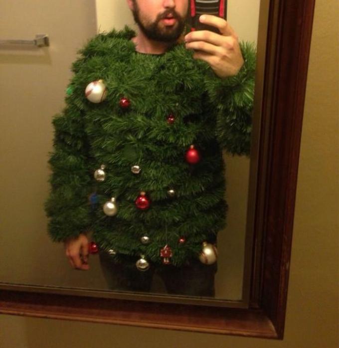 オシャレ! クリスマスにぴったりなクリスマスツリーファッション(笑)