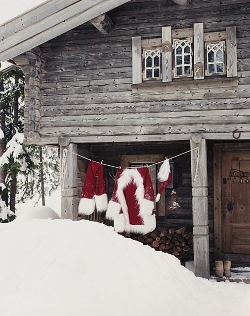 ついに発見! 雪山で見つけたサンタクロースの家(笑)
