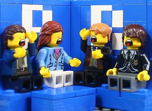 再現度高い! 『芸能人格付けチェック』をレゴで再現したジオラマ(笑)