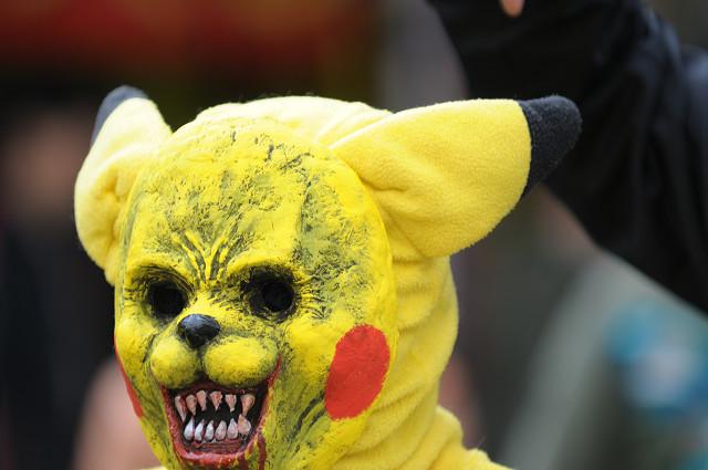 怖い! 『日本橋ストリートフェスタ』で見かけたピカチュウが夢に出てきそう(笑)