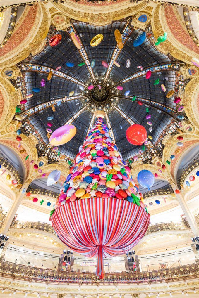 フランスパリの「ギャラリー・ラファイエット」クリスマスツリーが最高に美しい(笑)