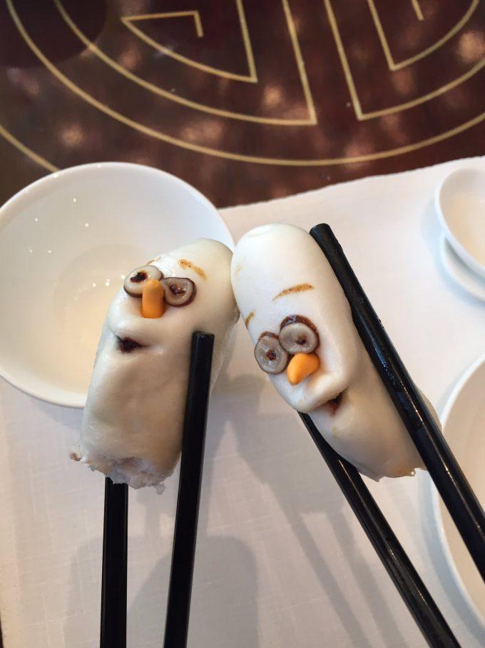 【食べ物おもしろ画像】ホラー! 香港ディズニーランドの飲茶「オラフのレッドビーンズ蒸しパン」がむごい(笑)