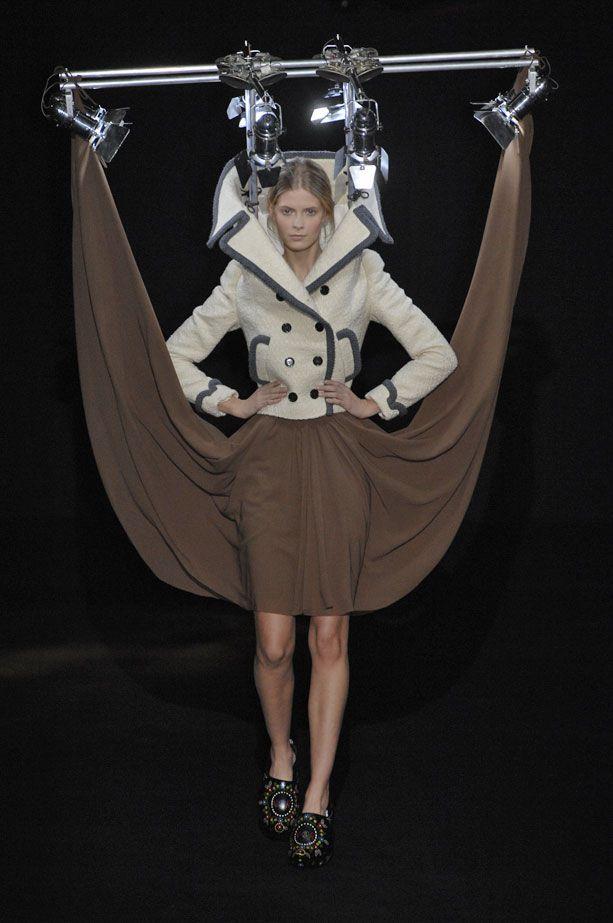 眩しい! ヴィクター&ロルフの服を吊り上げたファッションが意味不明(笑)